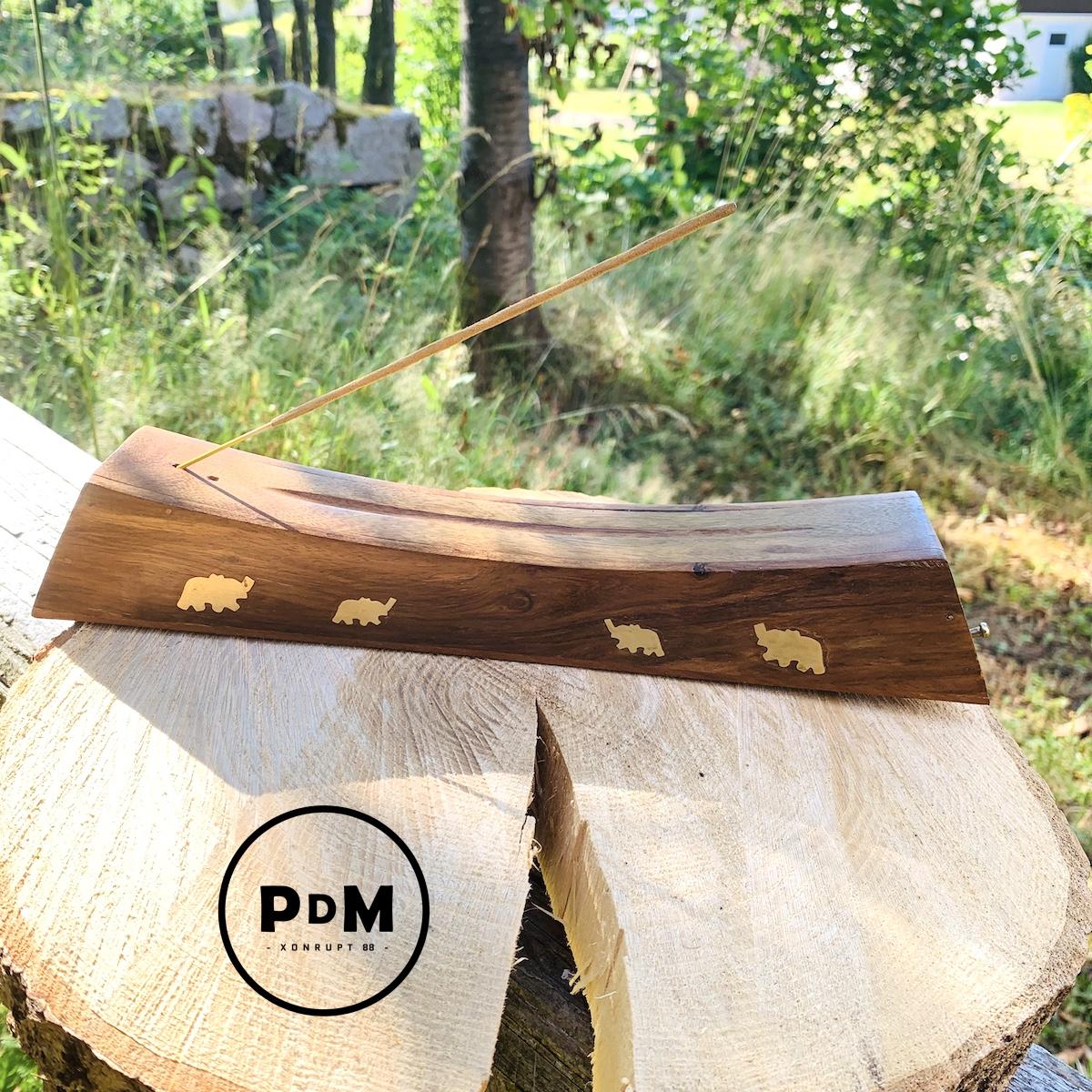 Porte encens motif éléphant en bois Longueur 31 cm