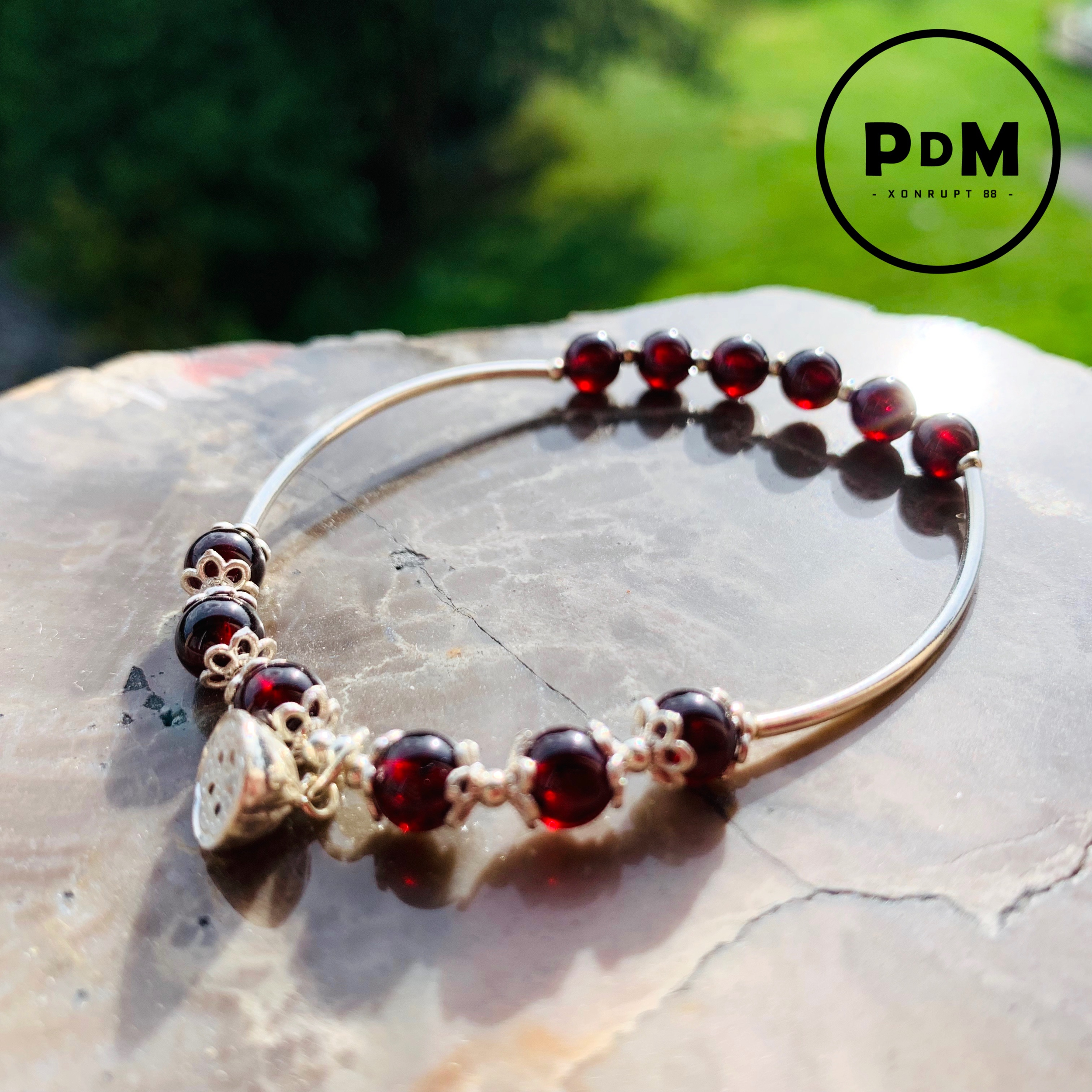 Bracelet montage argent avec perle de GRENAT