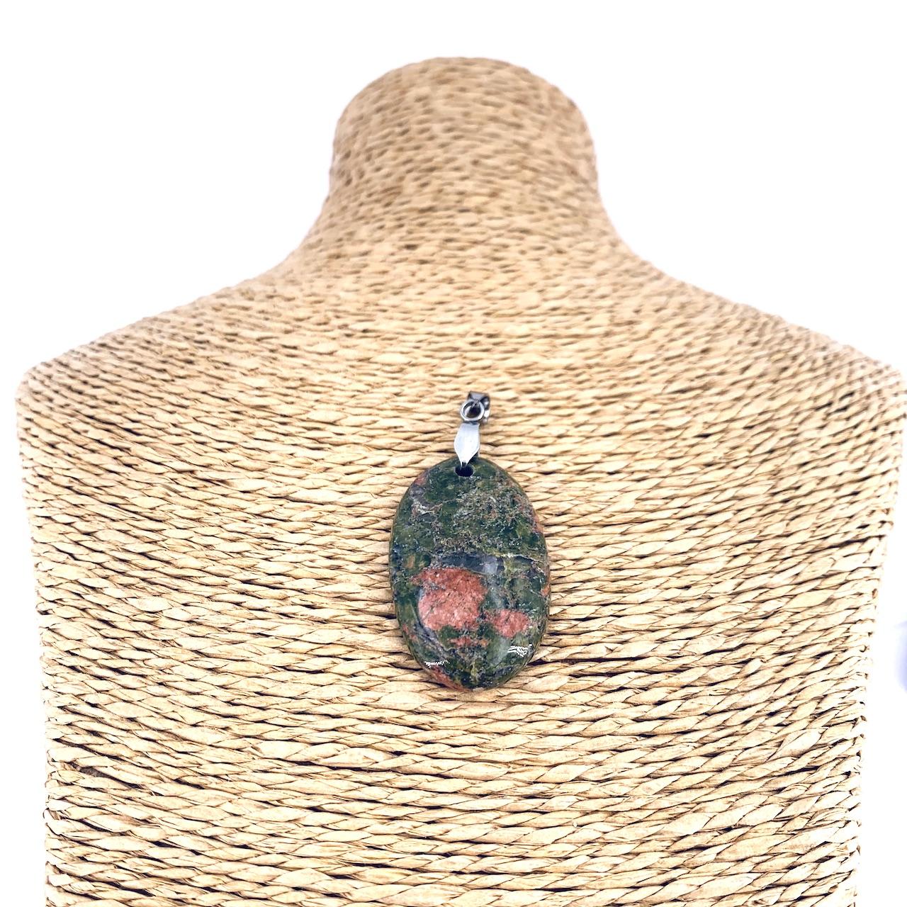 Pendentif ovale avec béliere argent en pierre naturelle d\'UNAKITE