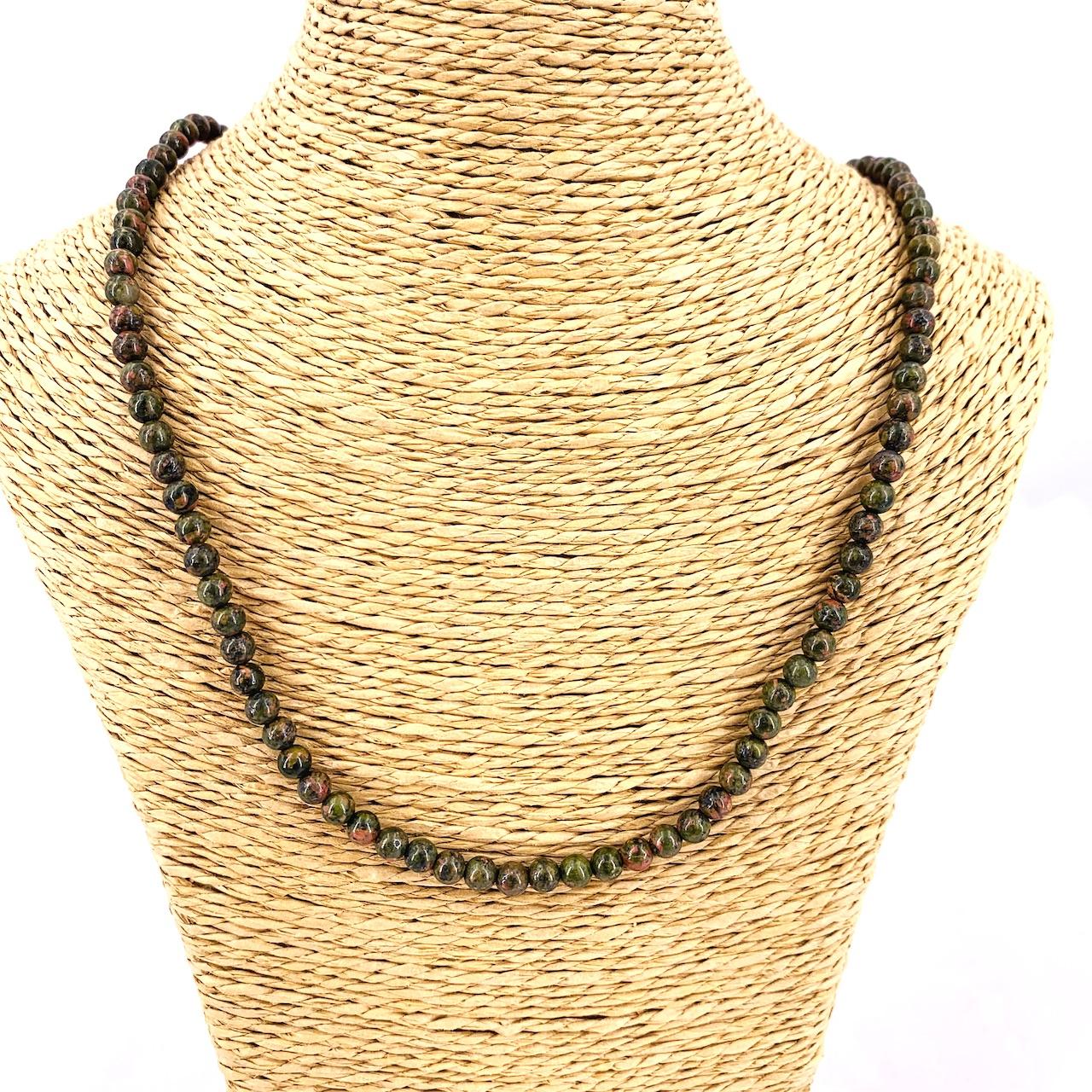 collier en perle ronde en pierre naturelle d\'UNAKITE :