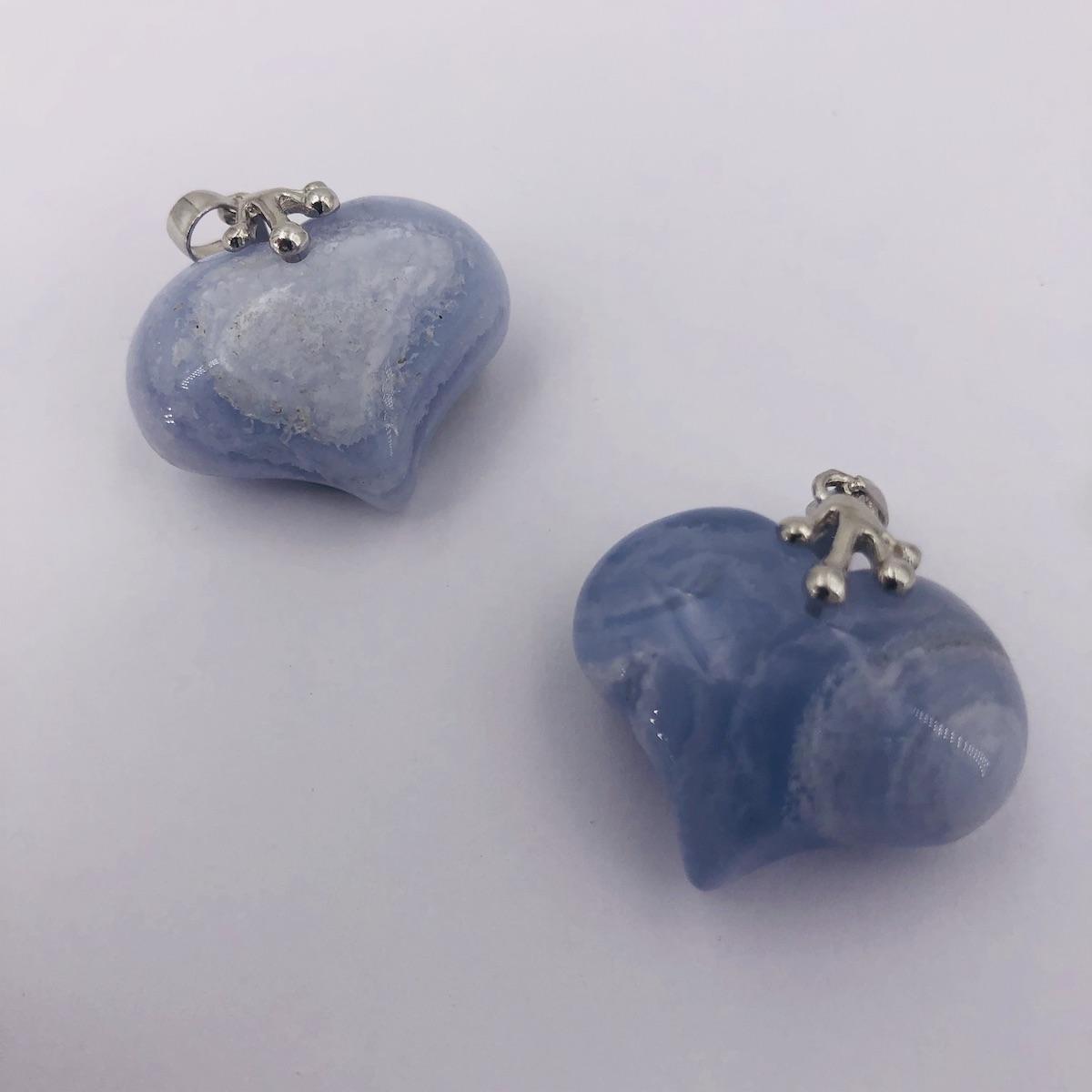 Pendentif en forme de coeur en pierre naturelle de Calcédoine