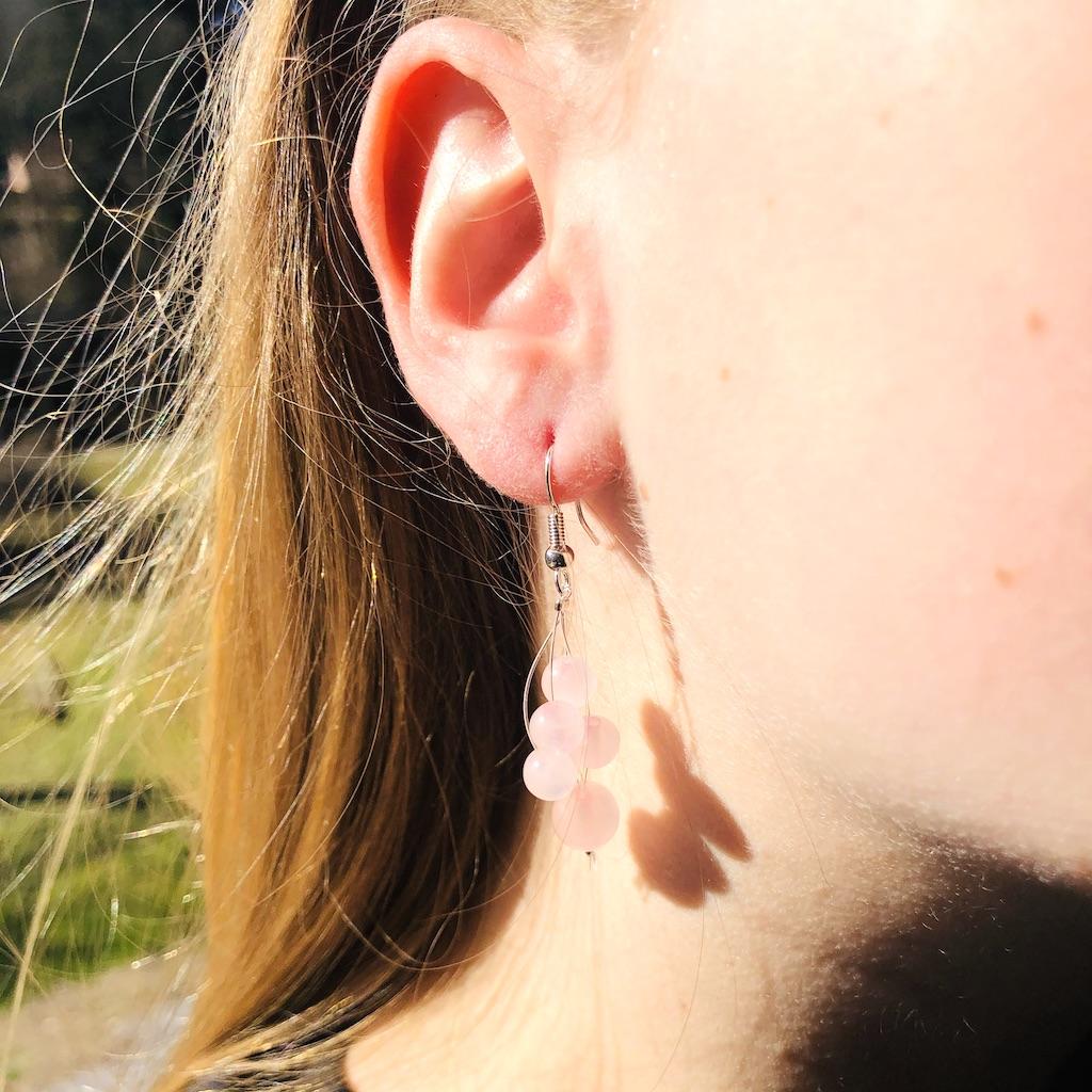 Boucles d\'oreilles Quartz rose cascade de perle en pierre naturelle montage acier