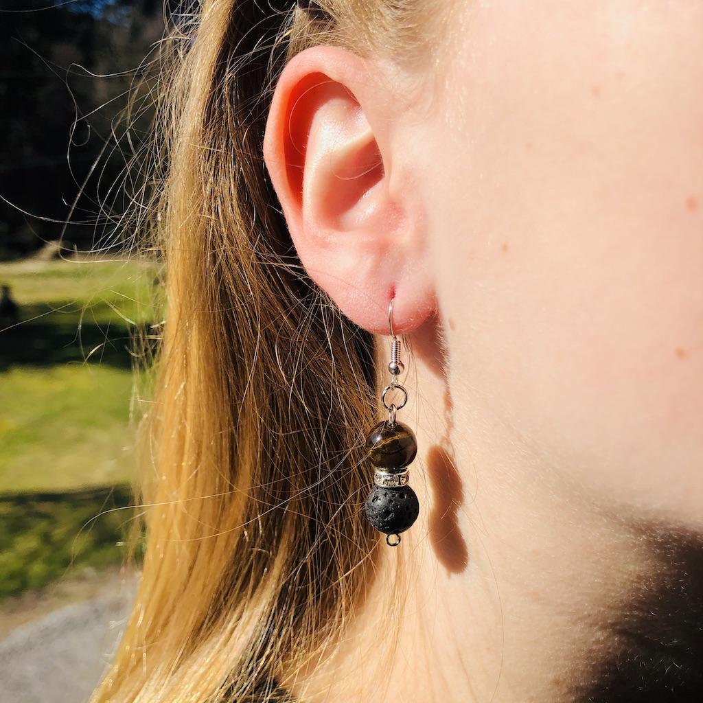 Boucles d\'oreilles lave - oeil de tigre en pierre naturelle strass et montage acier