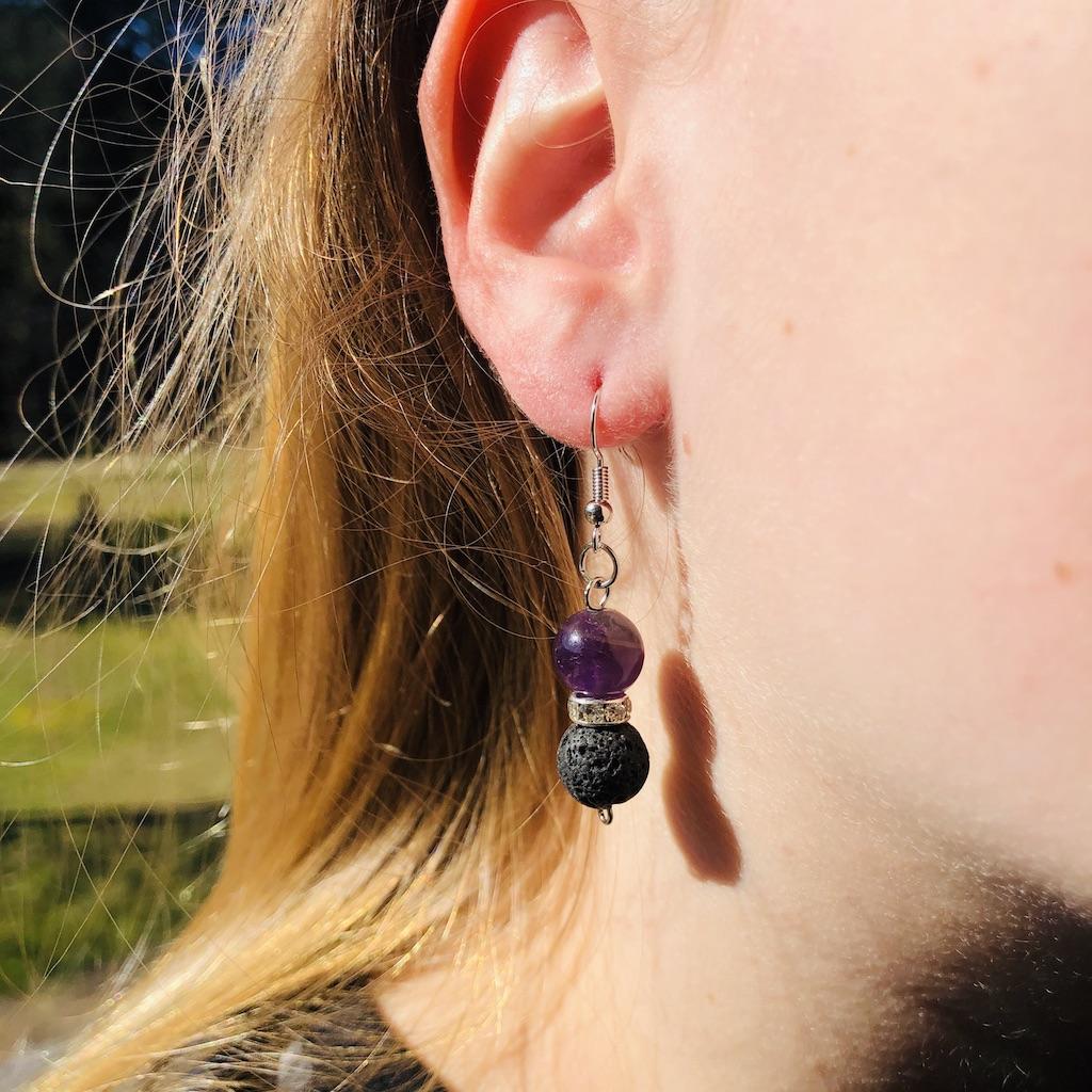 Boucles d\'oreilles lave - améthyste en pierre naturelle strass et montage acier