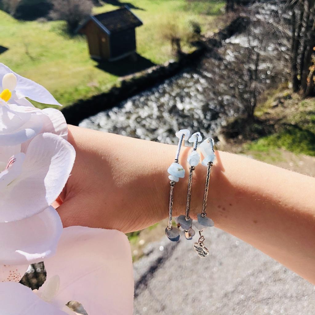 Bracelet Aigue-marine en pierre naturelle spirale 3 tours montage métal argenté décor coeur et home