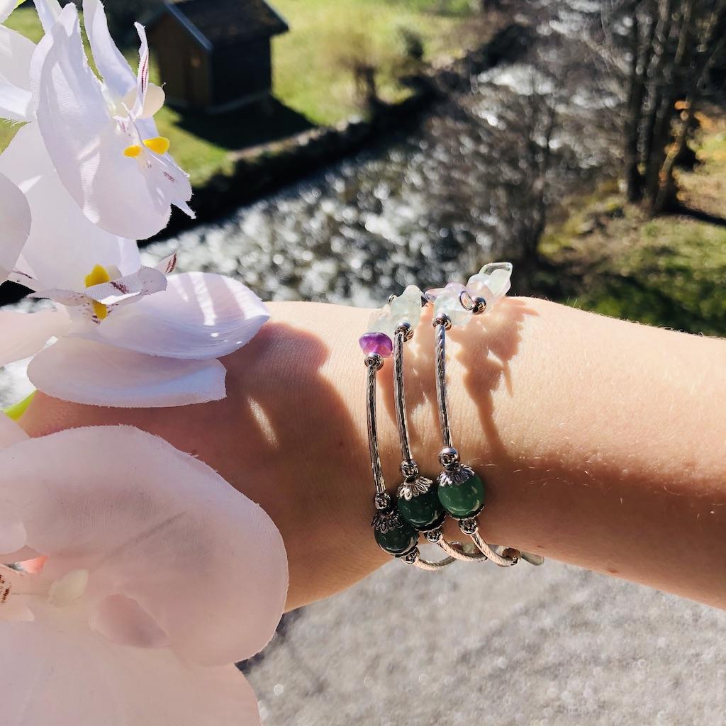 Bracelet Fluorine en pierre naturelle spirale 3 tours montage métal argenté décor coeur et home