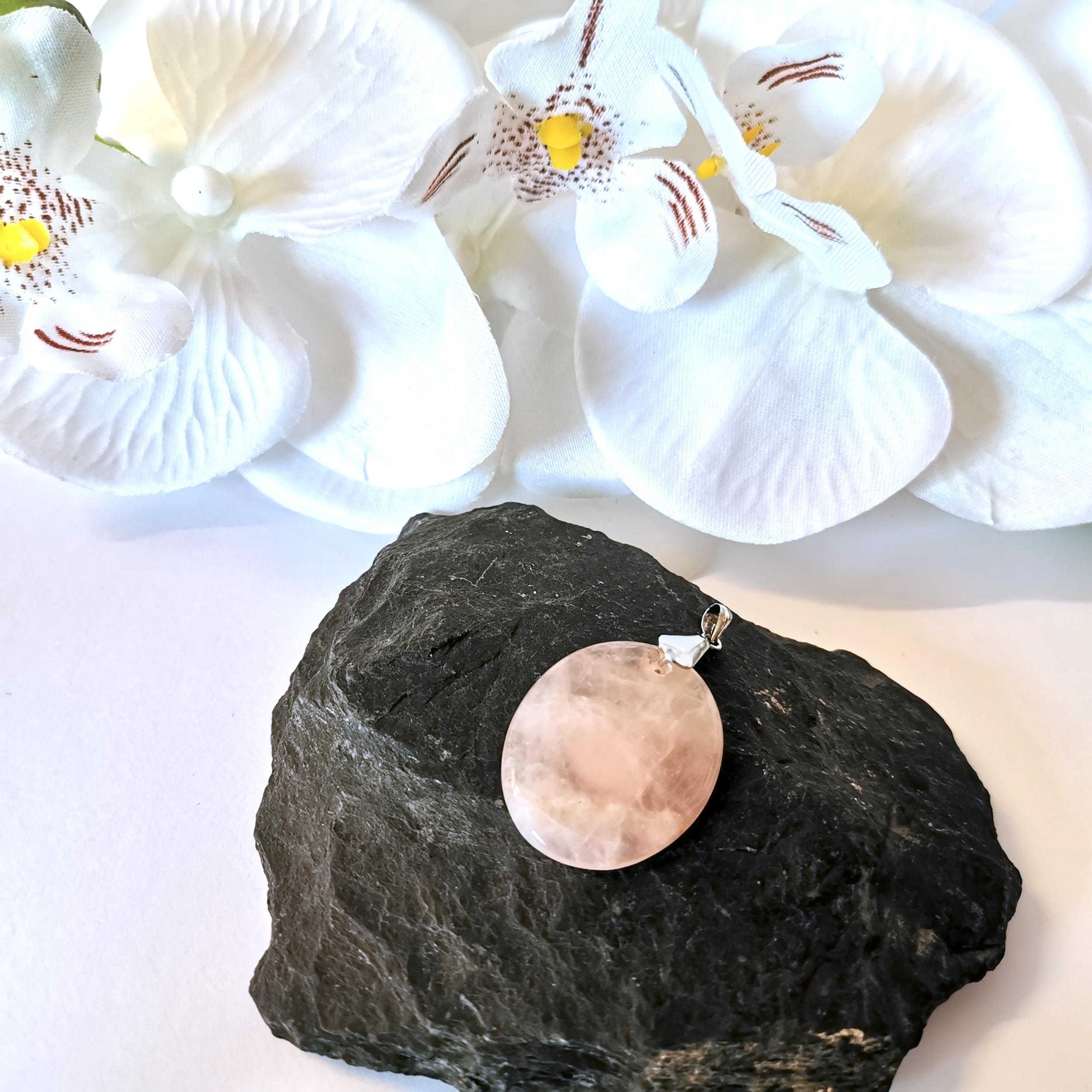 pendentif-quartz-rose-forme-ovale-pierres-du-monde-vosges-2