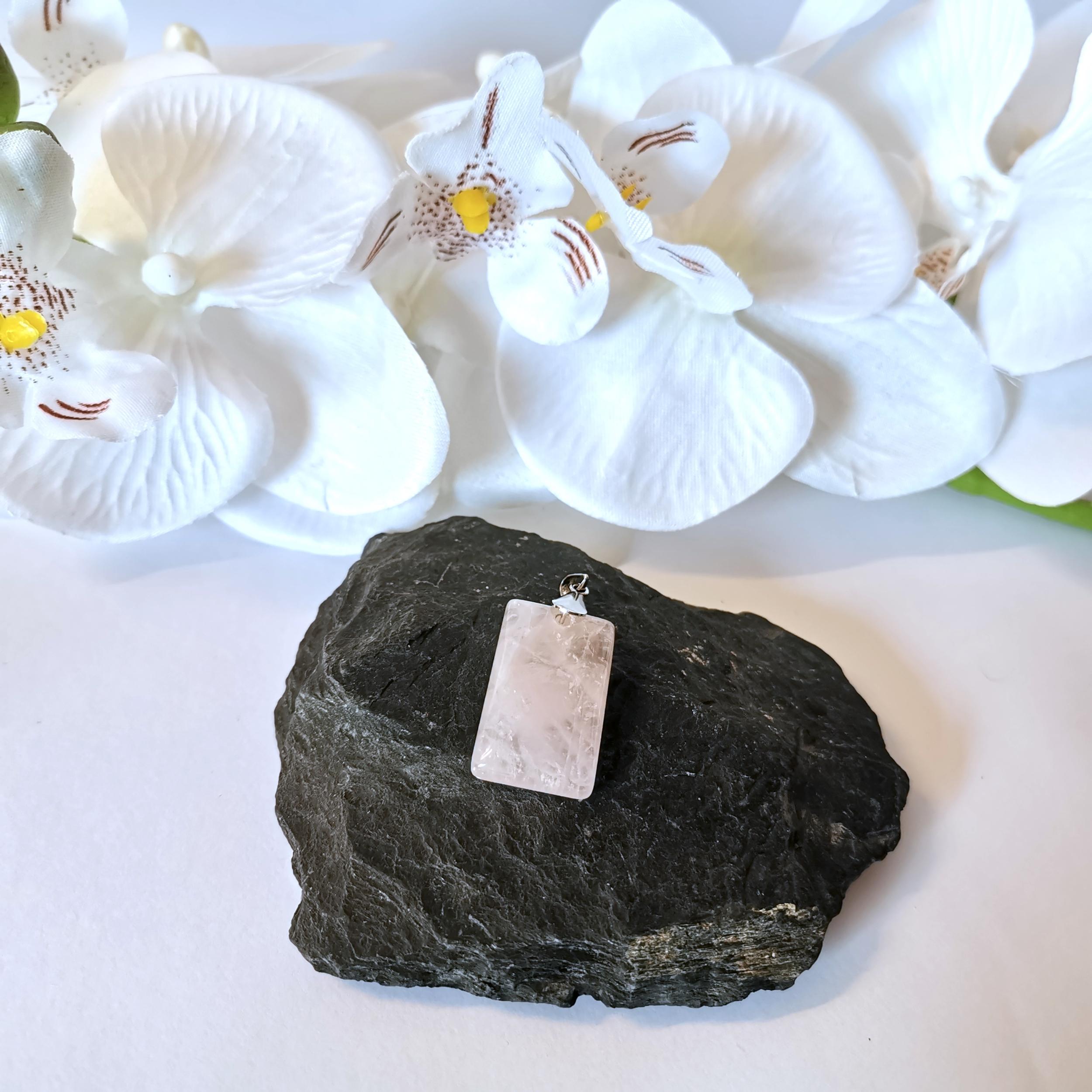 pendentif-quartz-rose-forme-restangle-pierres-du-monde-vosges-2