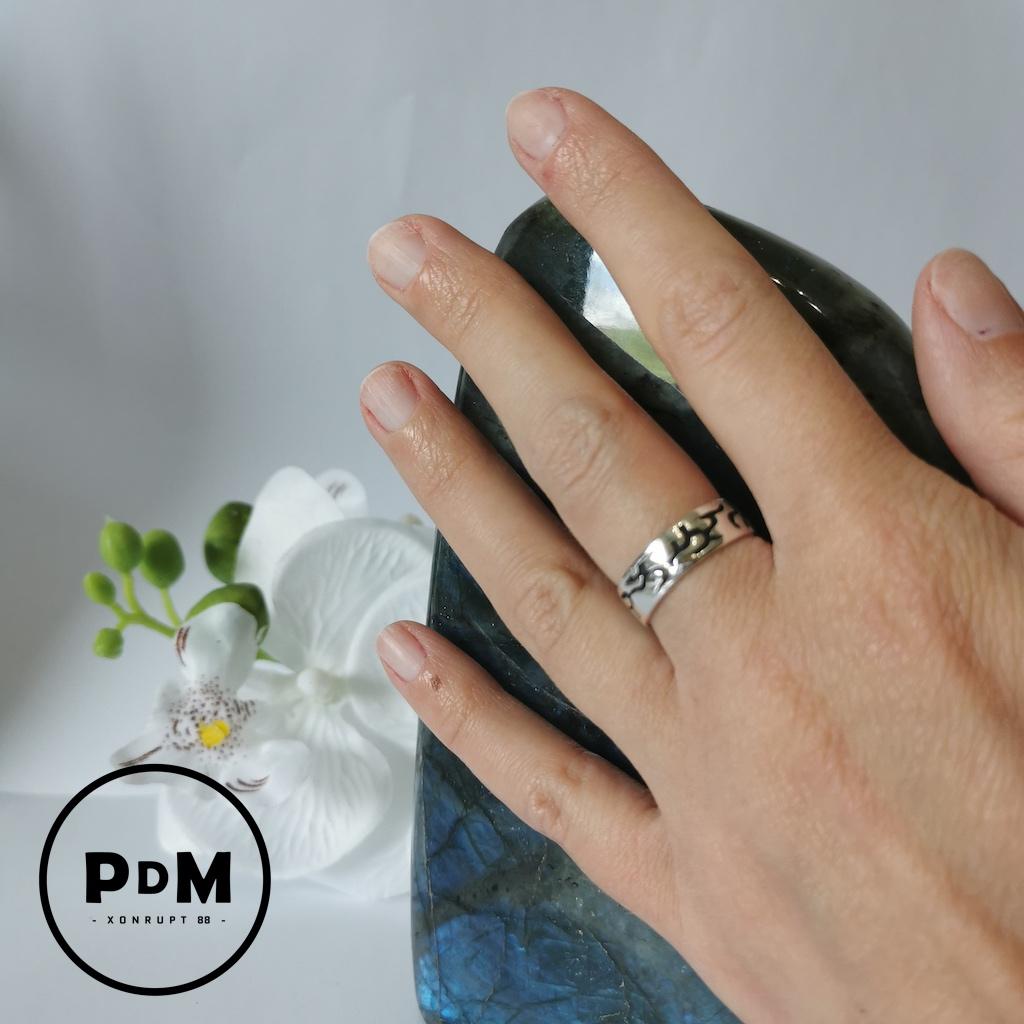 Bague anneau argent symbole gravé