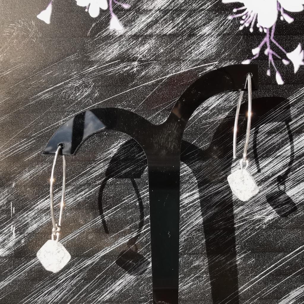 Boucles d\'oreilles Quartz blanc craquelé en pierre naturelle perle losange montage crochet argent