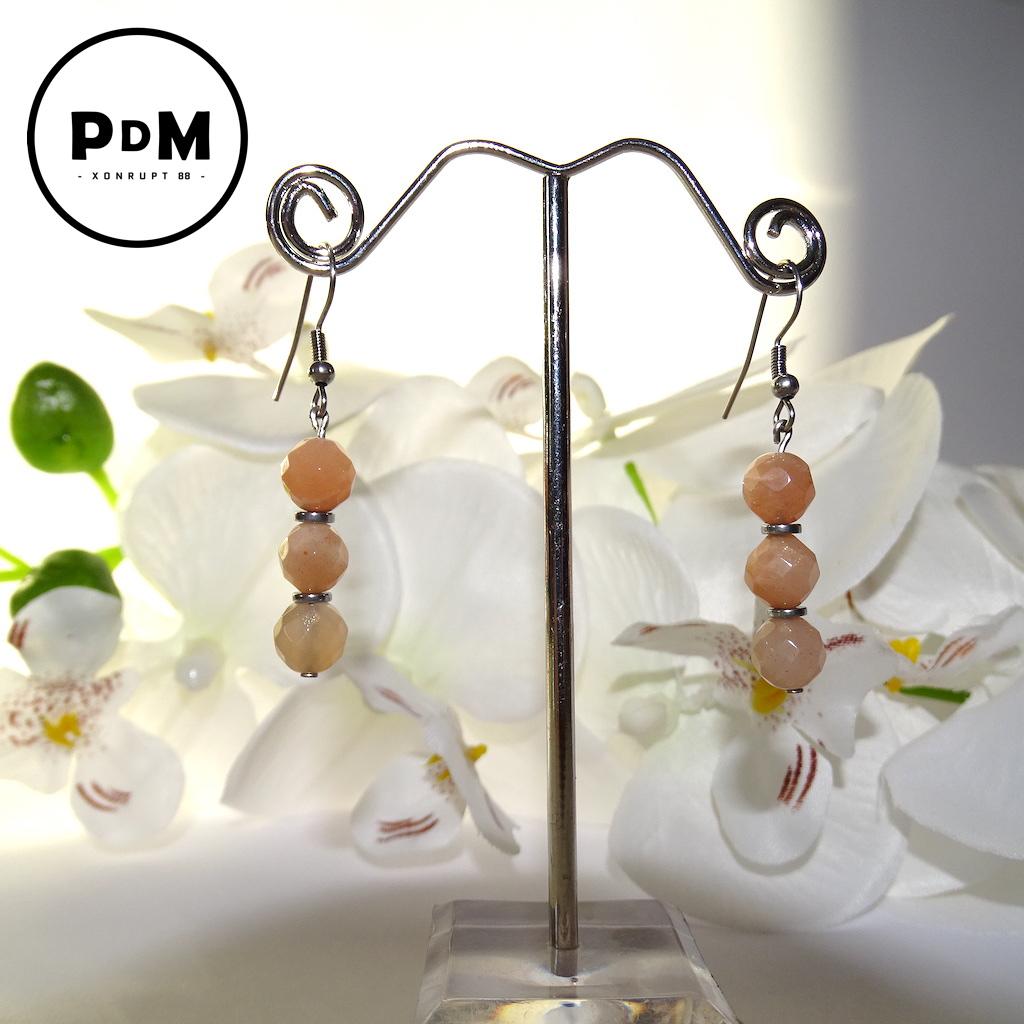 Boucles d\'oreilles Trio Pierre de Soleil en pierre naturelle perle 8 mm avec facette décor et montage acier