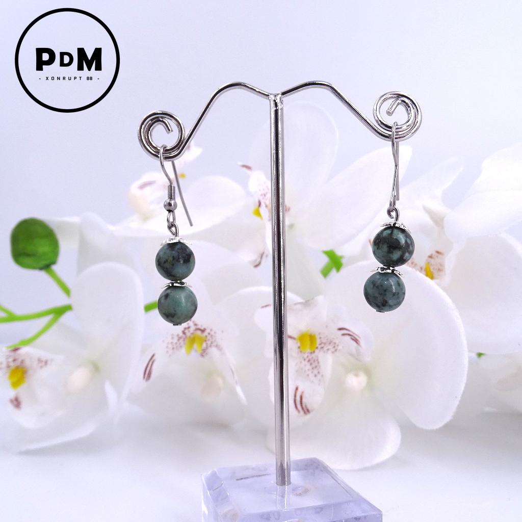 Boucles d\'oreilles duo Turquoise en pierre naturelle perle 8 mm décor fleurs et montage acier