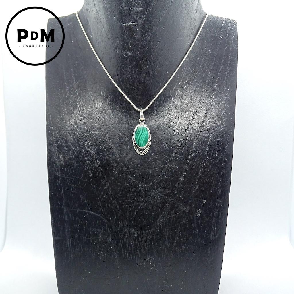 Pendentif Malachite en pierre naturelle forme ovale avec ornement argent