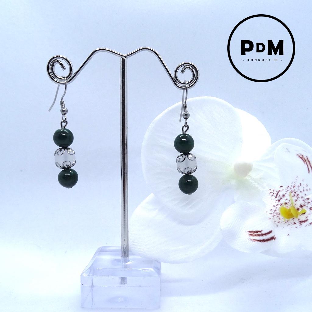 Boucles d\'oreilles Trio Malachite et Quartz blanc Mat en pierre naturelle perle 8 mm décor fleurs et montage acier