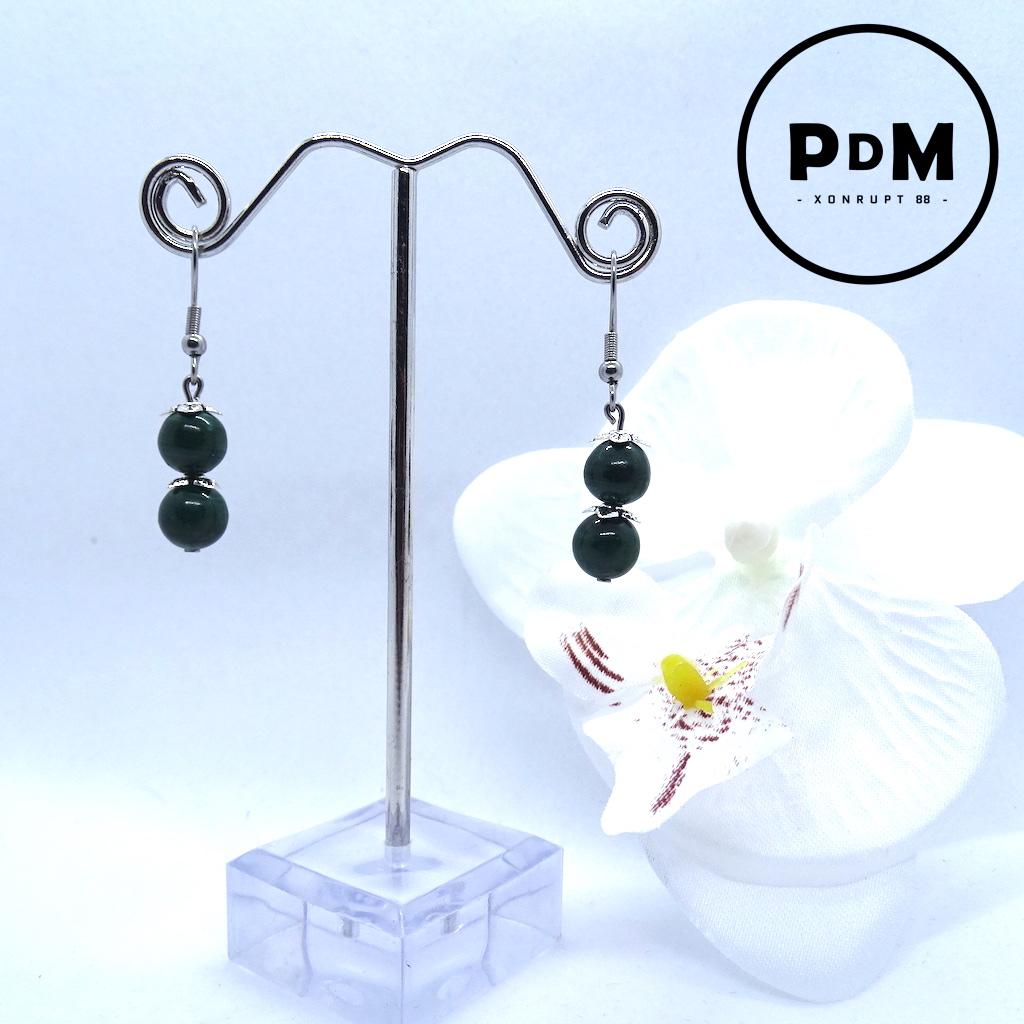 Boucles d\'oreilles Duo Malachite en pierre naturelle perle 8 mm décor fleurs et montage acier