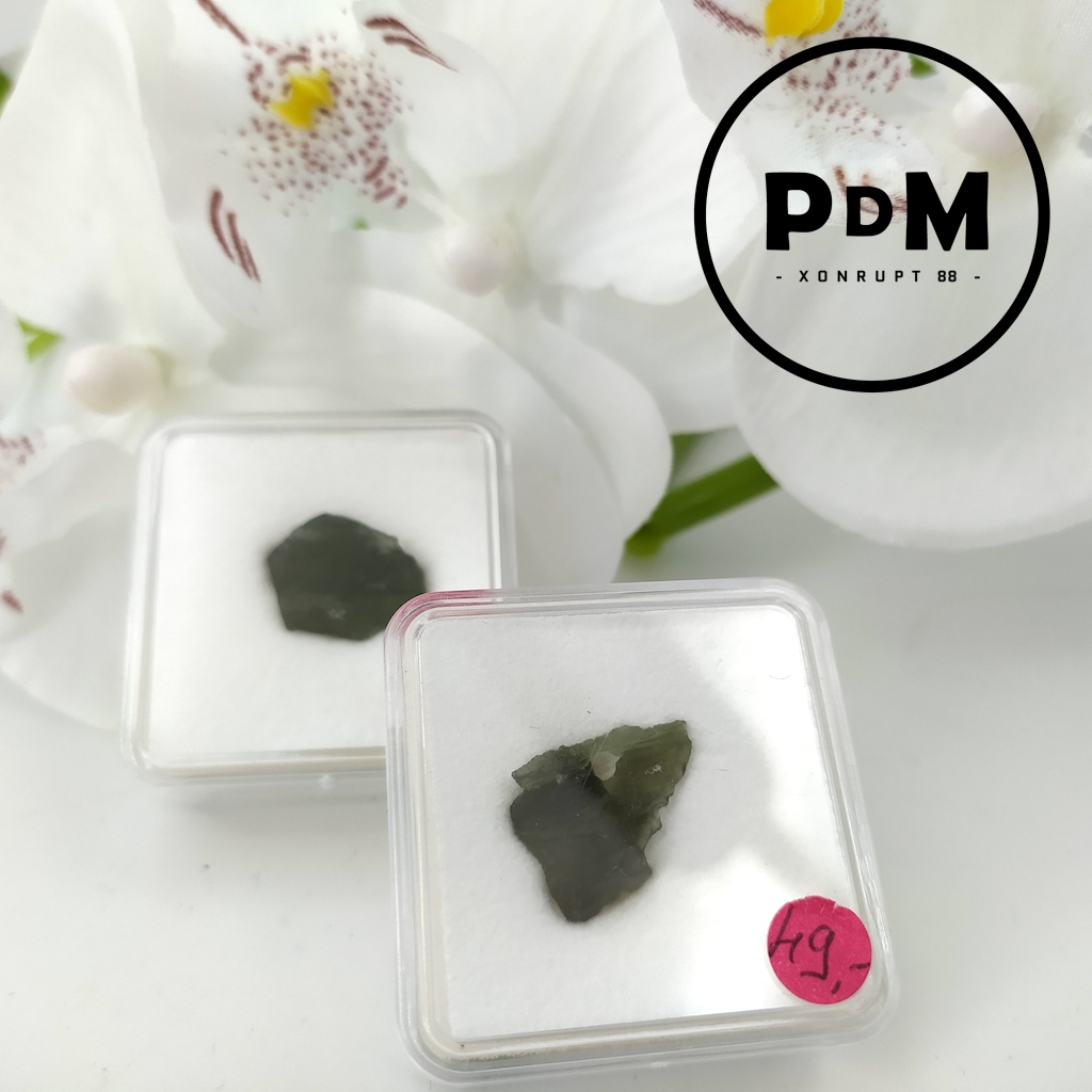 pierres naturelles de Moldavite en petit coffret collection