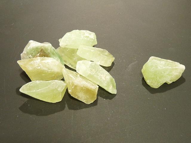 Pierre Brute 2 - 4 Cm Calcite Verte