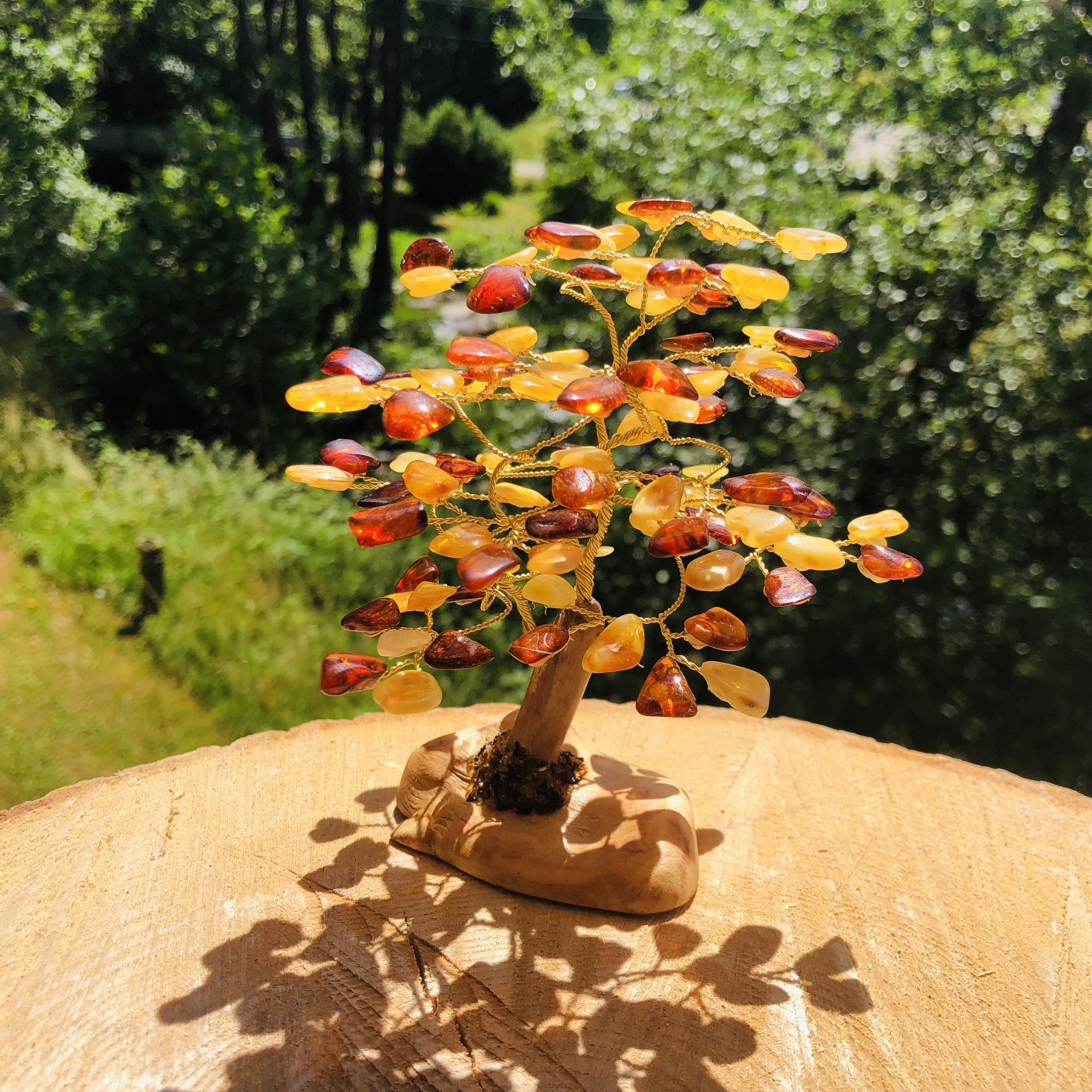 Arbre de vie en ambre avec pied en bois hauteur 11 cm