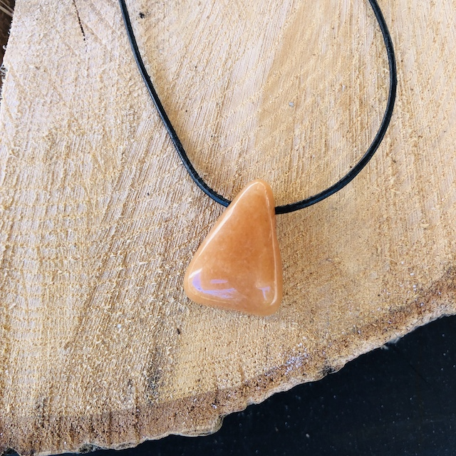 pierres-percees-calcite-orange-pierres-du-monde-vosges-12