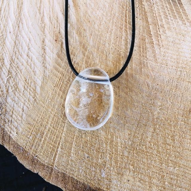 Pierre percée quartz blanc ( cristal de roche )