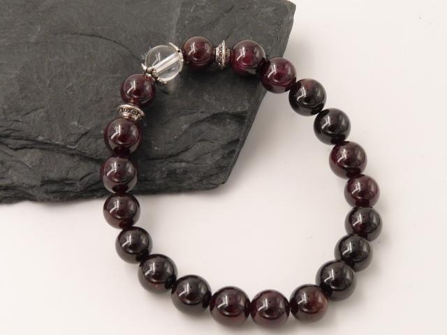 Bracelet boule 8mm Grenat avec perle de quartz