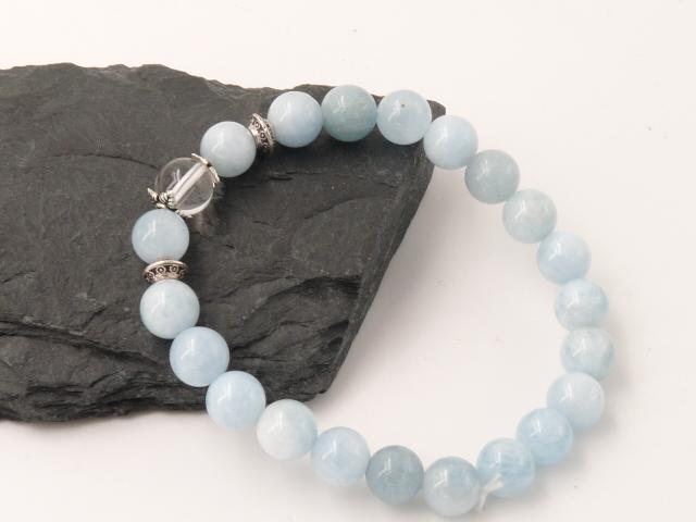 Bracelet boule 8mm Aigue Marine avec perle de quartz