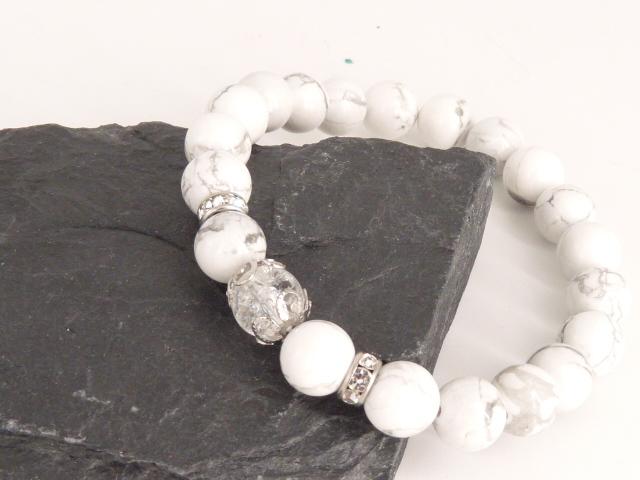Bracelet boule 8mm Howlite avec perle de quartz craquelé, strass et acier