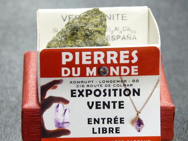 vesuvianite-brut-collection-pierres-du-monde-vosges-1