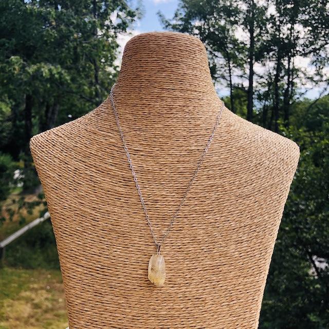 Pendentif Quartz Rutile forme libre pierre naturelle