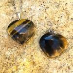 Pendentif-oeil-de-tigre-coeur-pierre-naturelle-pierres-du-monde-vosges-1é