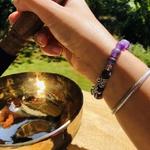 bracelet-boules-8-mm-amethyste-givre-symbole-ohm-pierres-du-monde-vosges-1253