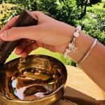 bracelet-boules-8-mm-howlite-symbole-ohm-pierres-du-monde-vosges-1268