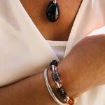 bracelet-boules-8-mm-7-chakras-amethyste-oeil-de-tigre-cornaline-citrine-amazonite-aventurine-cristal-de-roche-quartz-blanc-collection-douceur-de-vivre-pierres-du-monde-vosges-1233