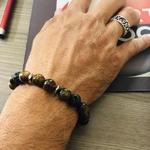 bracelet-oeil-de-tigre-pierre-de-lave-protection-homme-collection-les-hommes-a-l-affiche-pierre-naturelle-pierres-du-monde-vosges-12