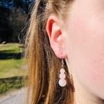 boucles-oreilles-quartz-rose-trilogie-pierre- naturelle-montage-acier-1