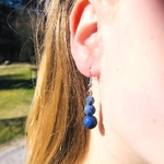 boucles-oreilles-lapis-lazuli-trilogie-pierre- naturelle-montage-acier-1