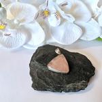 pendentif-quartz-rose-pierre-naturelle-forme-triangle-montage-argent-pierres-du-monde-vosges-1