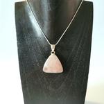 pendentif-quartz-rose-pierre-naturelle-forme-triangle-montage-argent-pierres-du-monde-vosges-2
