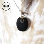 pendentif-lave-pierre-naturelle-forme-ovale-montage-argent-spirale-pierres-du-monde-vosges-2