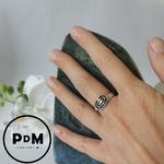 anneau-argent-forme-ovale-grave-pierres-du-monde-vosges-1