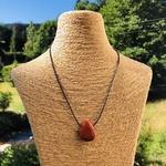 pierres-percees-jaspe-rouge-pierres-du-monde-vosges-1
