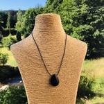 pierres-percees-onyx-noir-pierres-du-monde-vosges-1