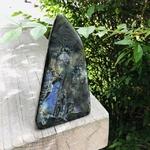forme-libre-8-labradorite-polie-pierres-du-monde-vosges-1
