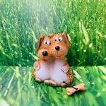 chiens-personnage-céramique-ambre-pierres-du-monde-vosges-1