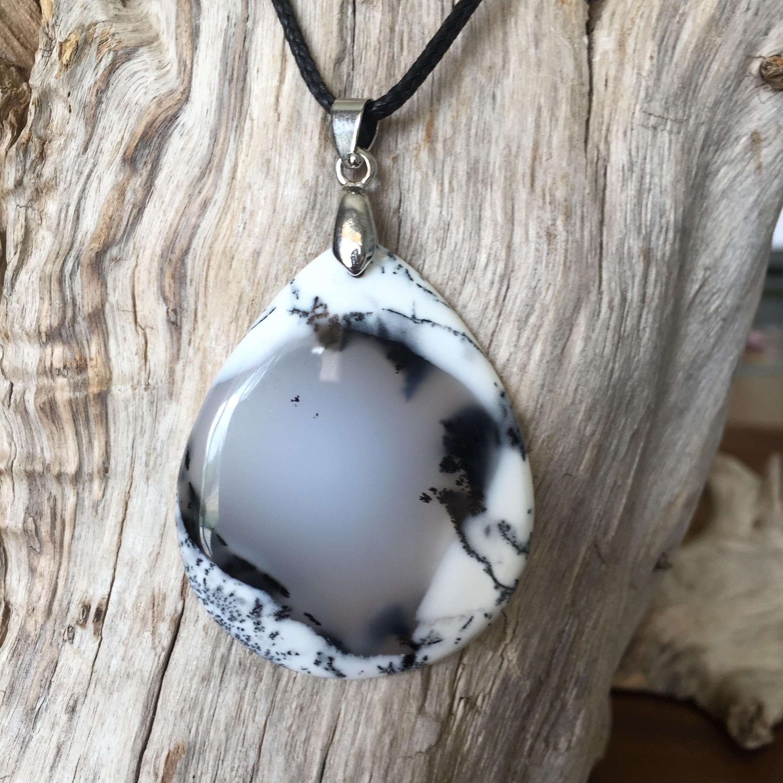 Pendentif Opale denditrique, cordon coton ciré offert