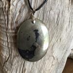 Pendentif Larme d'Apache/pyrite, cordon coton ciré offert