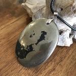 Pendentif Larme dApache/pyrite, cordon coton ciré offert