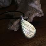 Pendentif labradorite, bélière argent 925, cordon coton ciré offert