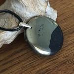 Pendentif Larme dapache, bélière argent 925, cordon coton ciré offert