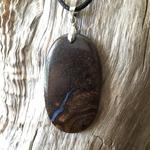 Pendentif Opale boudler, cordon coton ciré offert
